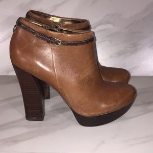 GUESS BROWN LEATHER LIKE BOOTIES SIZE 9 M
